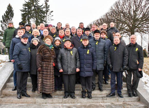 Общественная палата Санкт-Петербурга почтила память жертв блокады и защитников города на Пискарёвском мемориальном кладбище