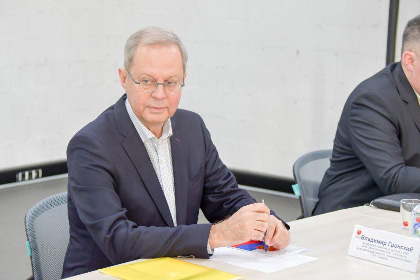 Владимир Гронский подчеркнул важность внесения к Конституции РФ поправки о культуре