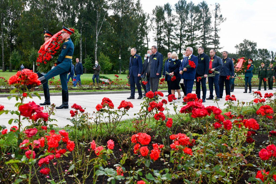 Делегация Общественной палаты Санкт-Петербурга почтила память жертв блокады Ленинграда