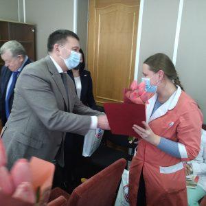 Общественная палата Петербурга поздравила городские коллективы врачей