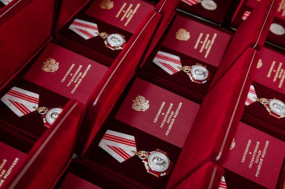 Представители Общественной палаты удостоились высоких государственных наград