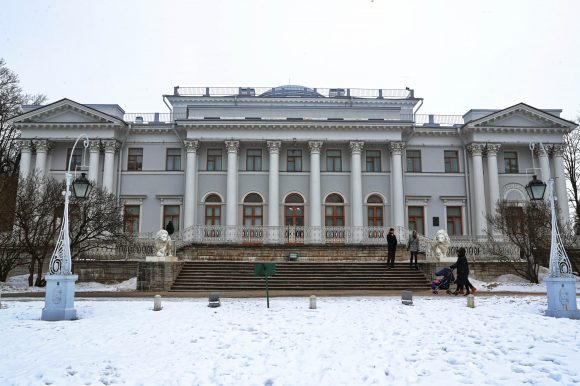С 13 апреля для посетителей будет открыт отреставрированный Елагин дворец